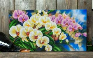 Вышитая картина Орхидеи в саду