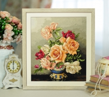 Картина вышитая нитками Букет роз