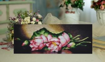 Вышитая бисером картина Лотосы
