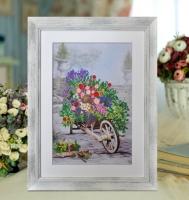 Вышитая нитками картина Цветы в саду